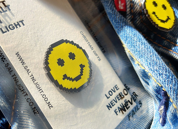 Pixelated Cheerful Face Brooch