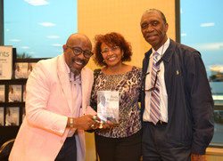 Paster Rudy book signing -0393.jpg