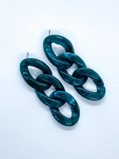 It's resin - green marble chains