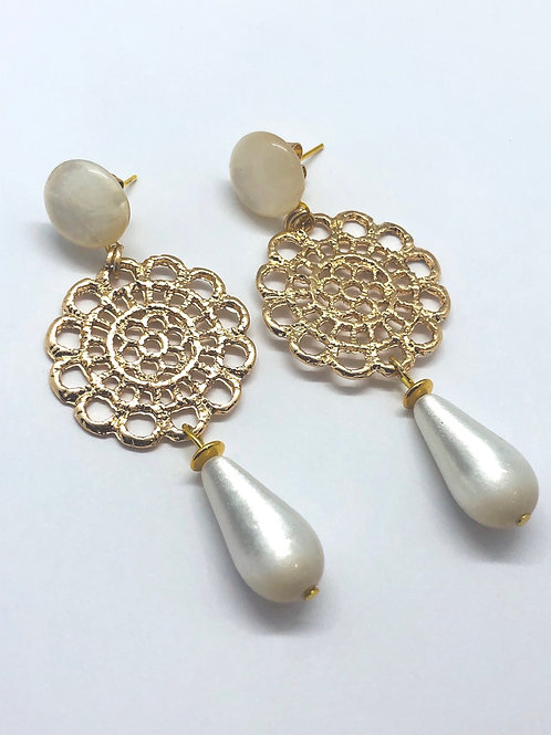 It's gold - gold & classic pearl
