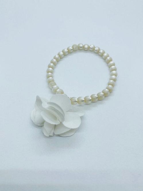 Bracel'its - shiny white & white flower