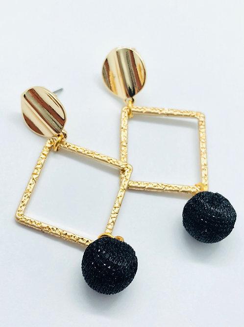 It's gold - Gold & black pom