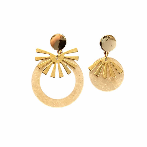 It's assymetrical - peach resin golden fan