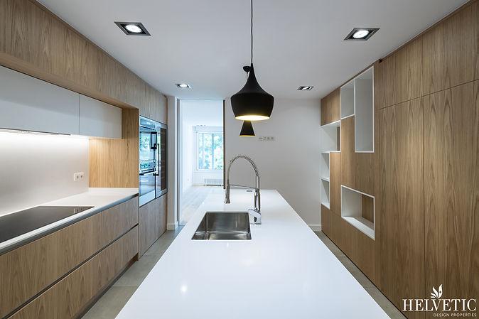 Reforma de cocina moderna con madera