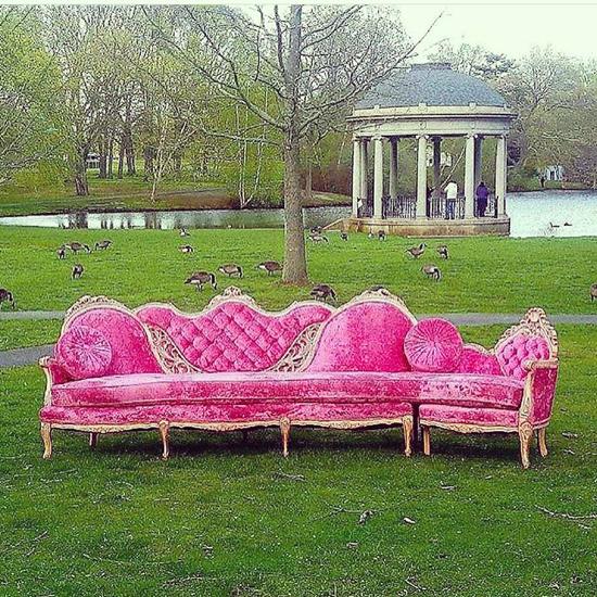 couch Pink Velvet