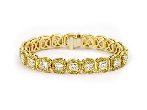Cushion cut diamonds bracelet