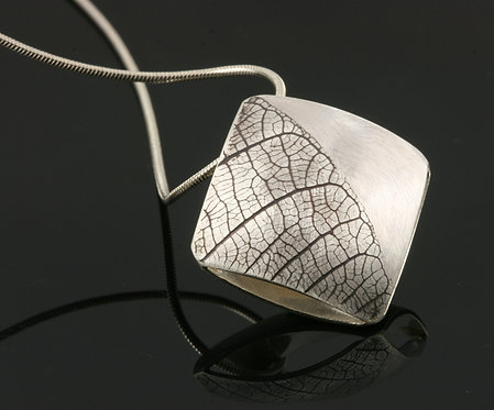 Small Leaf square necklace