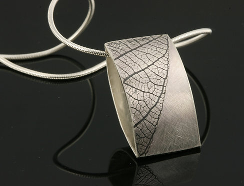 Small Leaf rectangle necklace
