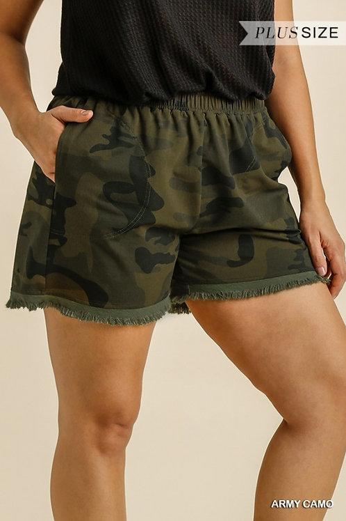 (P) Camo Fray Hem Shorts
