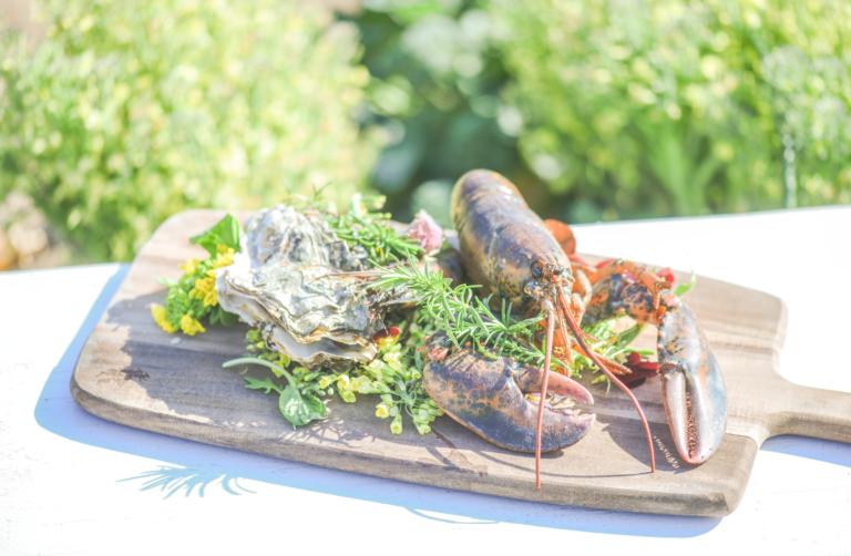 新鮮なオマール海老や牡蠣