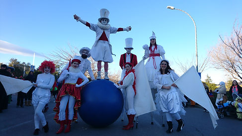 Pascalles y desfiles de animación con artistas circenses con zancos, malabares. Contrataciones Madrid