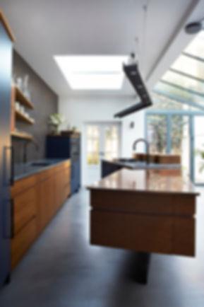 Modern townhouse kitchen by Splinte Works