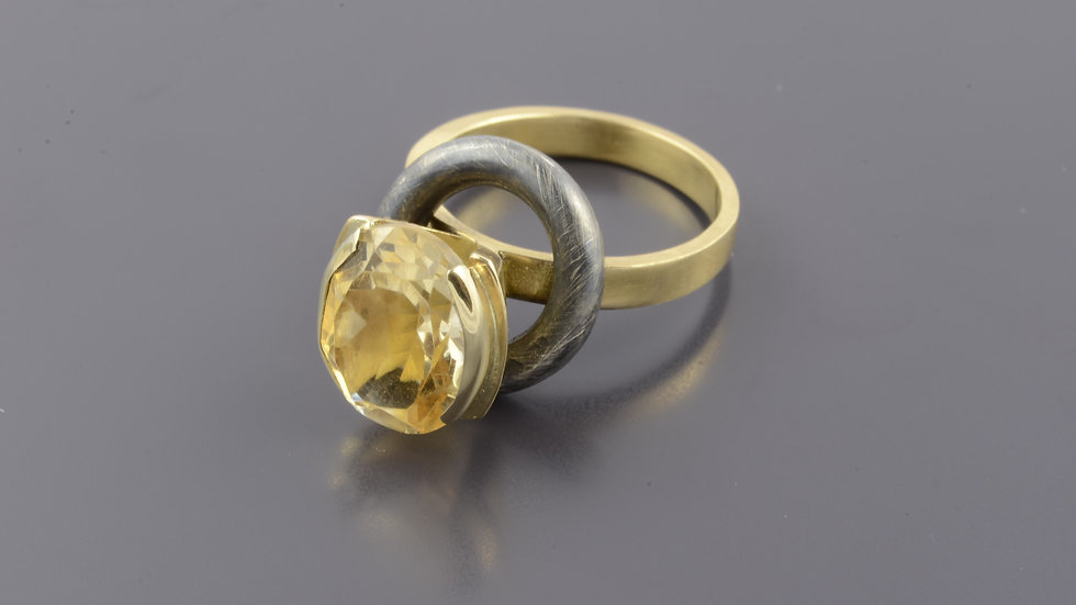 18k Gold and  black silver Ring with citrine gemstone
