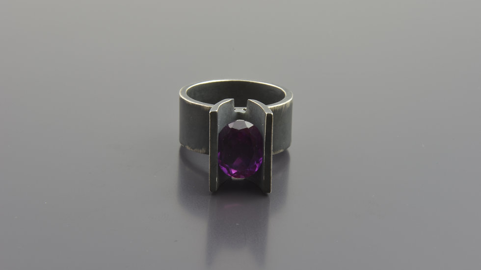 Black Silver Ring with Amethyste