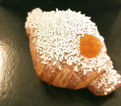 Croissant alla marmellata di albicocche