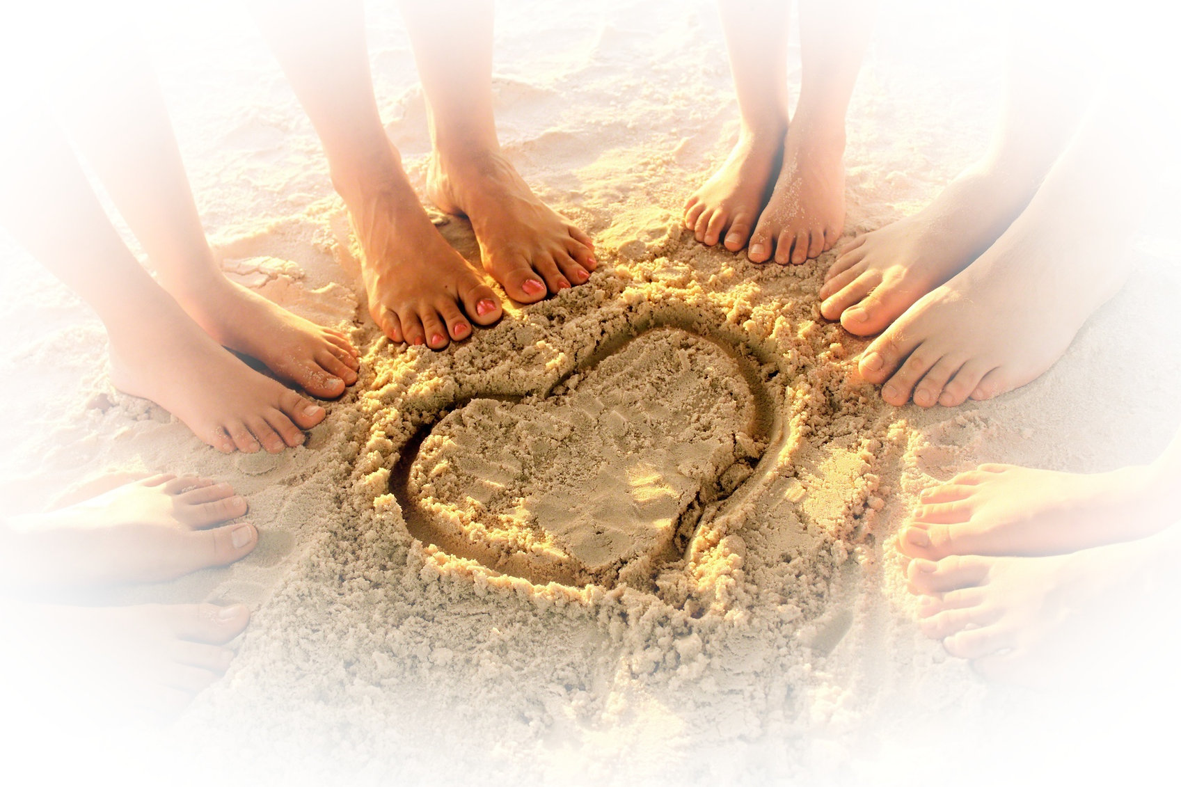 feet-beach-sand-heart-892724-wallpaper_e