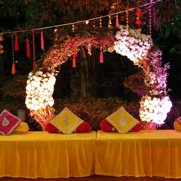 Sitting arrangement for bride & groom
