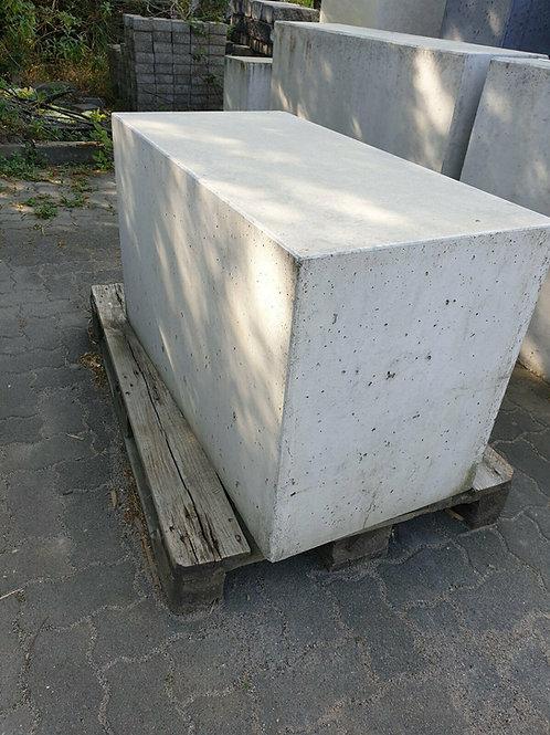 Betonblock / Sitzgelegenheit