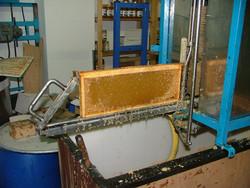 cadre de miel désoperculé