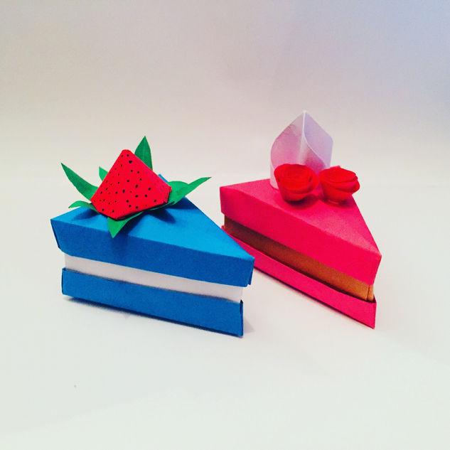 Cake slice boxes. Yummy yummy cakes.