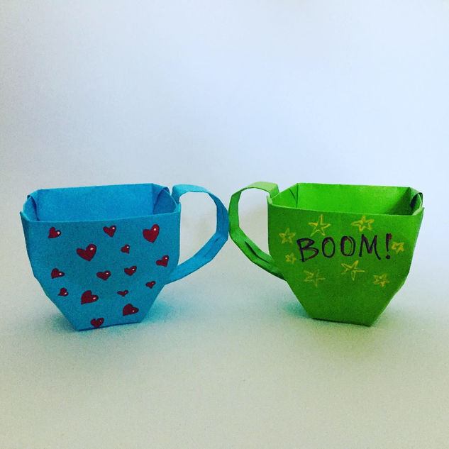 Cute tea cups ( Hello Origami ). Yes, tea cups canbe cute.
