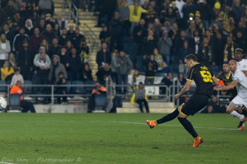 Eric Sabo,  sports photography, Penalty, Goal, Beitar,Dan Ydov, Sports Photographer