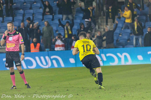Running to celebrate after the winning penalty, Guy Melamed, Dan Ydov, Sports Photographer