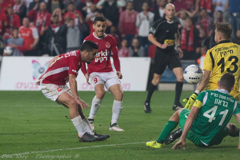sports photography, Goalkeeper, Save,Dan Ydov, Sports Photographer