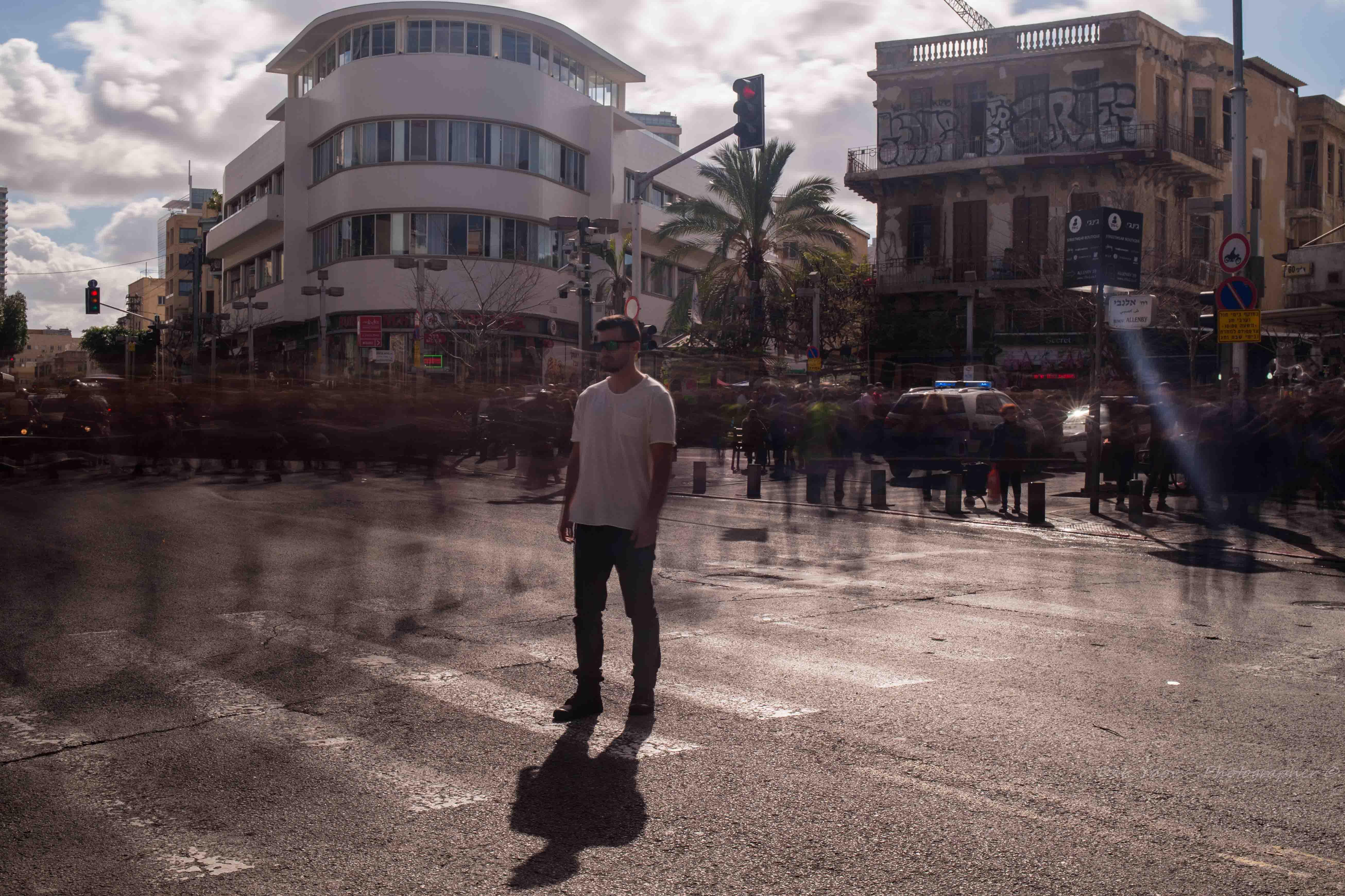 צלם פורטרט, הזמן עוצר מלכת