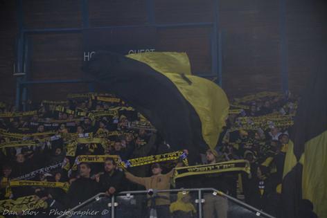 sports photography, Beitar Jerusalem, Fans, Yellow flag