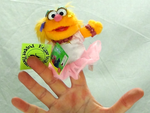 Zoe Finger Puppet - (D)