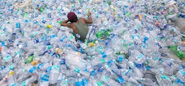 Plastic water bottle pollution problem