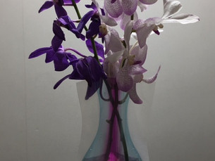 お洒落で持ち運び便利な花瓶(^^♪