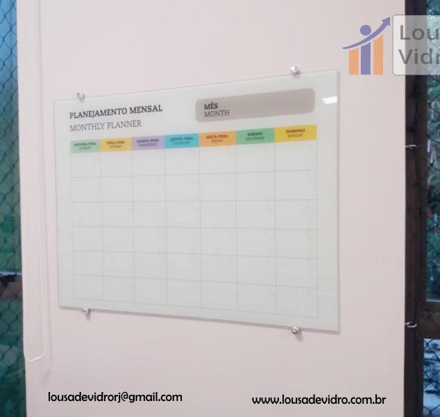 Planejamento mensal em vidro