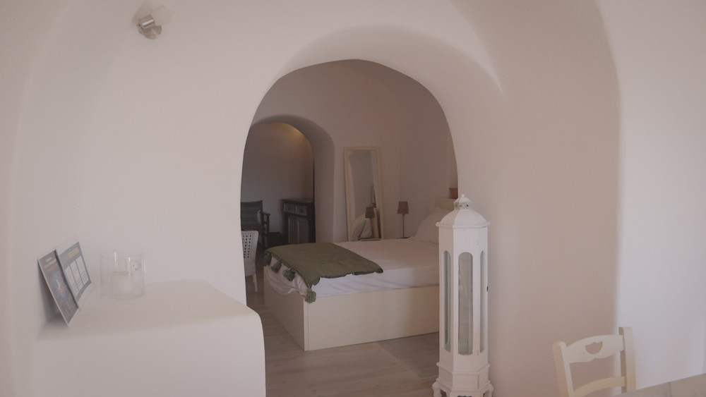 Cave house accommodation airbnb in Oia, Santorini, Greece