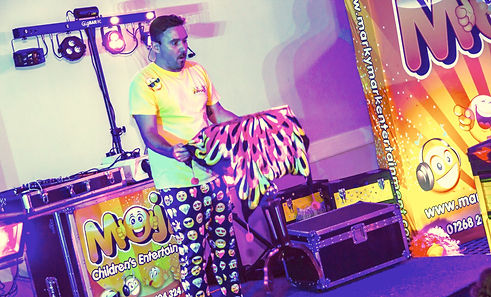 The best children's entertainer in Essex performing Magic for kids - Marky Mark Entertainer