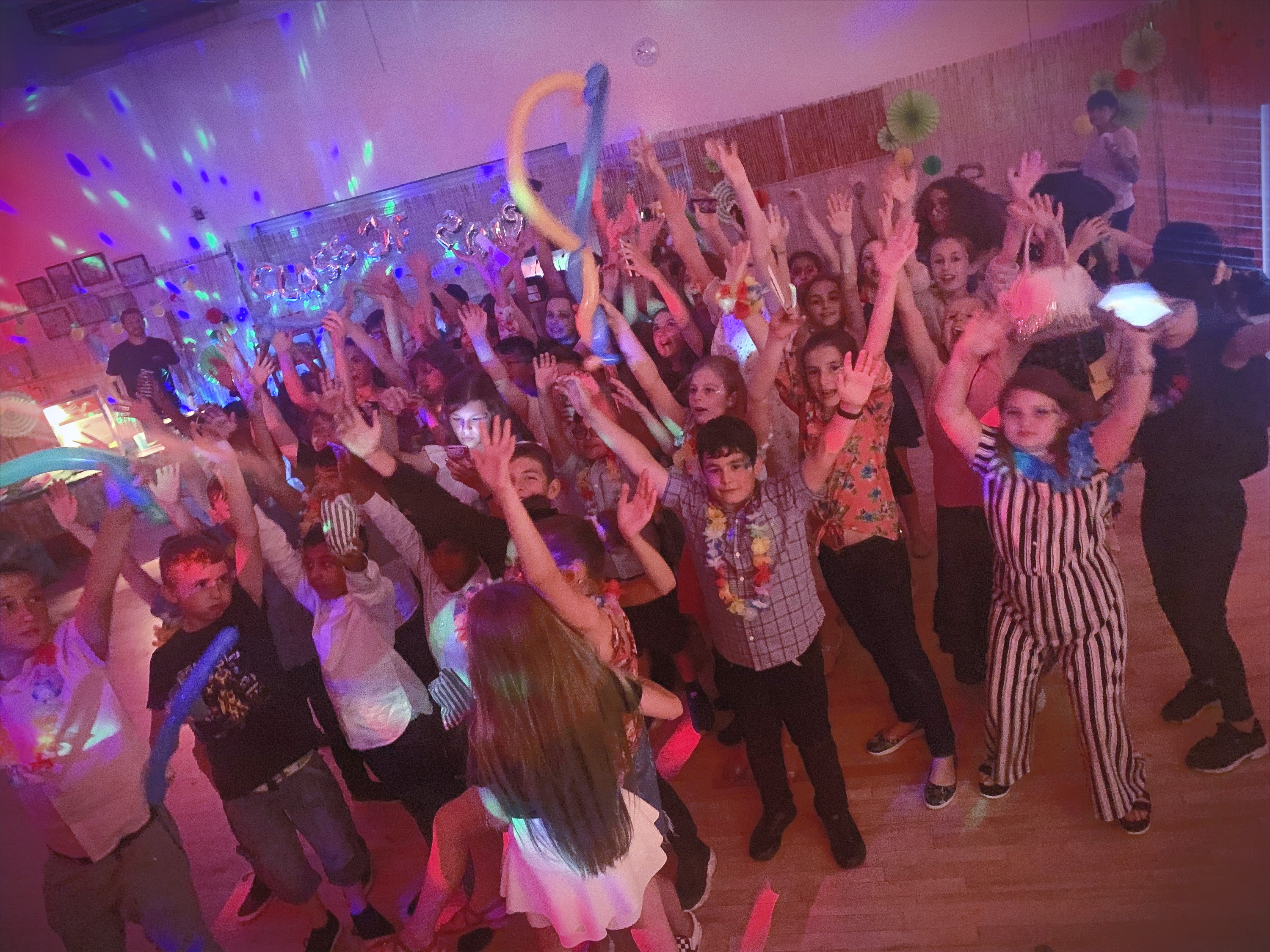 Year 6 school leavers disco in Hertford - Moji Entertainer
