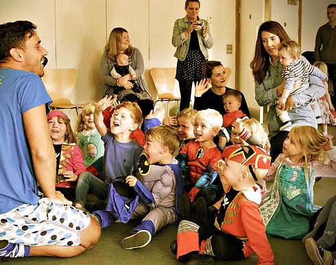 Nursery childrens entertainer Essex - MMENT