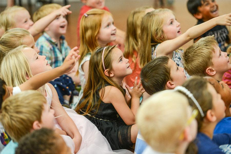 Entertainers for nurseries and pre-school parties in Essex - Moji Entertainer