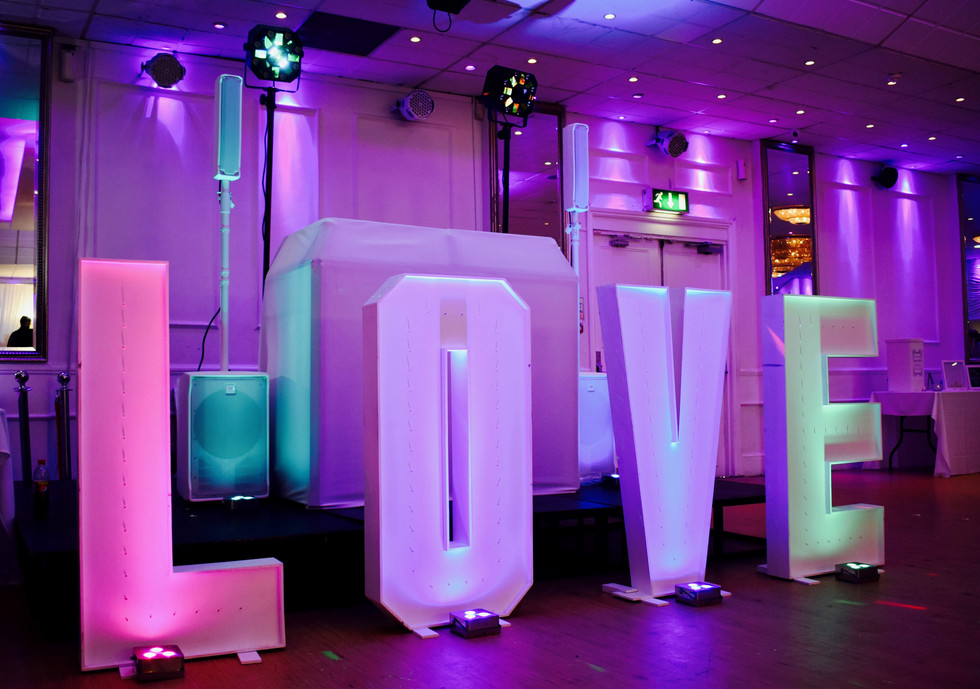 Wedding DJ in Essex with a gorgeous white wedding DJ equipment