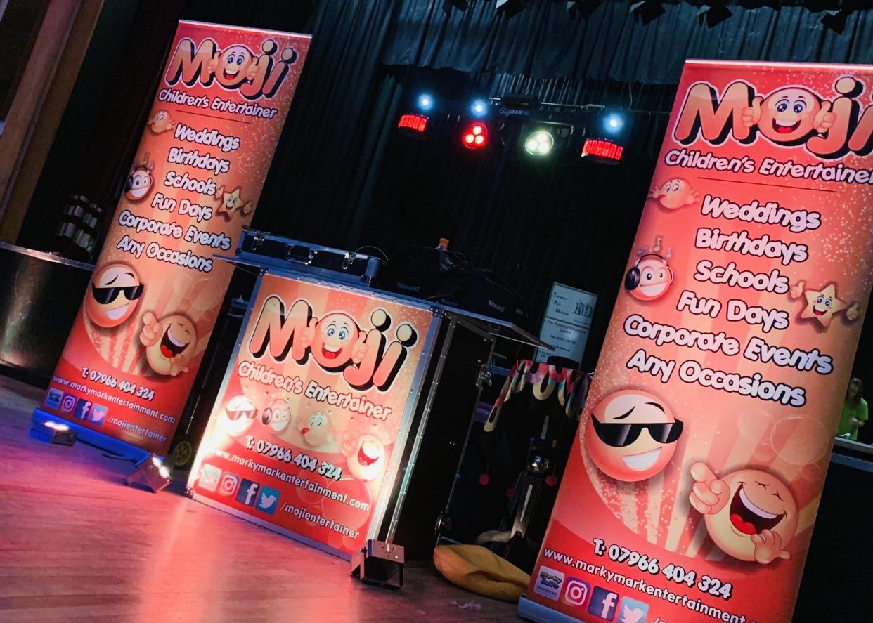 Children's entertainer party set up - MMENT