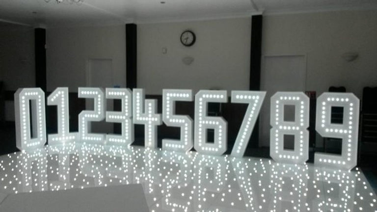 light up numbers 0-9 - light up letter hire Essex - MMENT