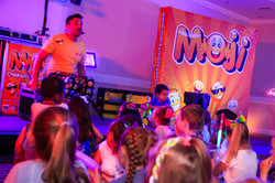 the best children's entertainers in Essex performing a show for children - MMENT