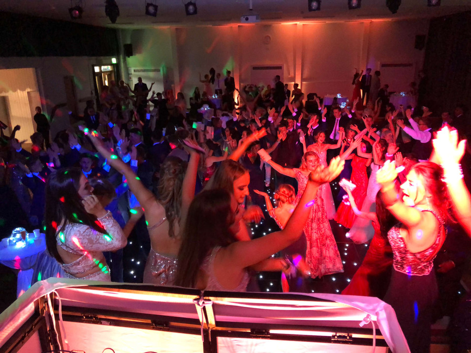 Prom DJ  Essex - Hands up in the sky - Moji Entertainer