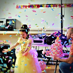 Children's brithday party in Essex with confetti - Moji Entertainer