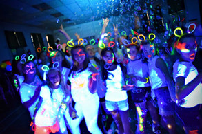 Group of kids at a UV party in Kent - Moji Entetainer