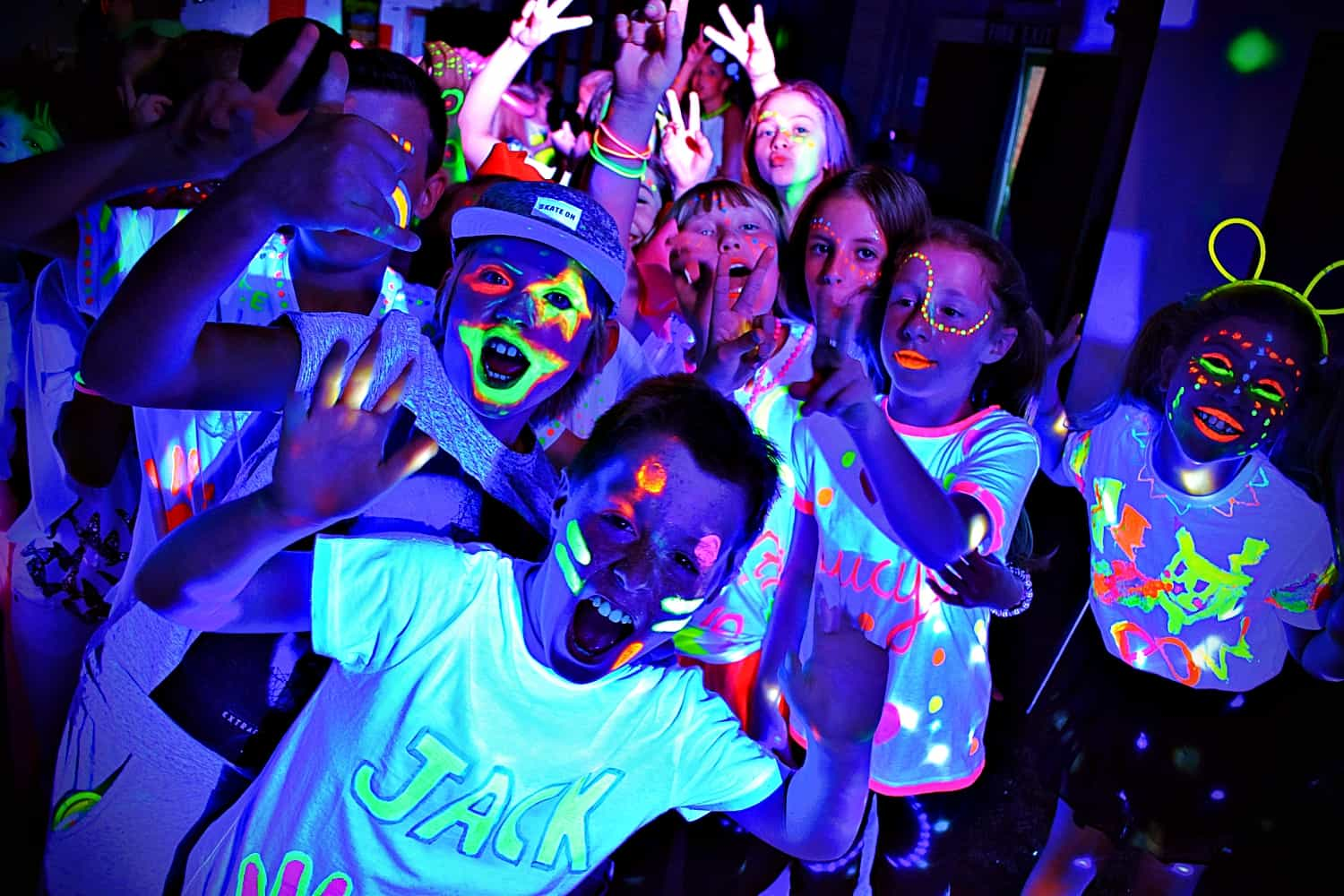 UV parties for kids Hertford - MMENT