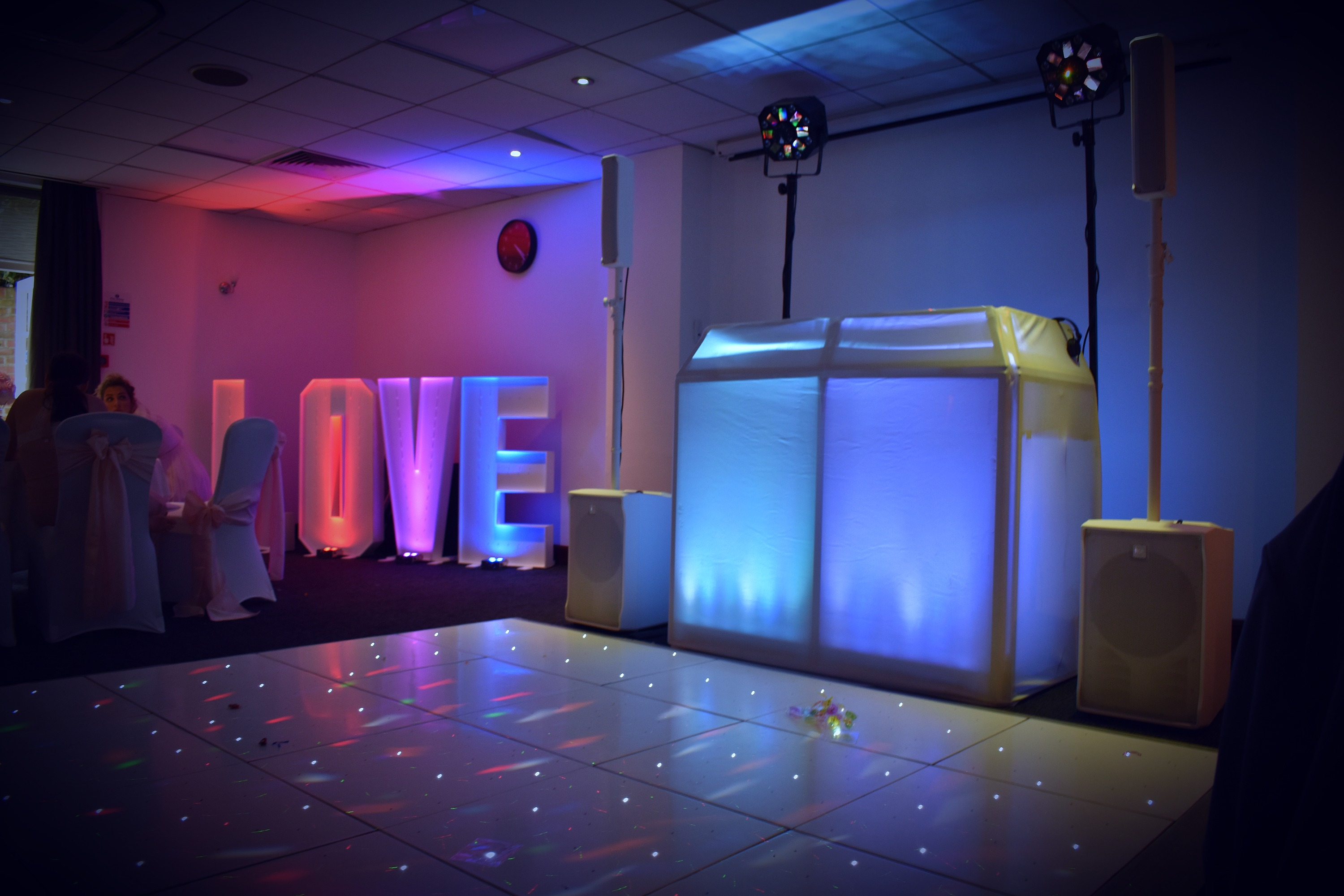 Light up led letter and number hire Essex - MMENT