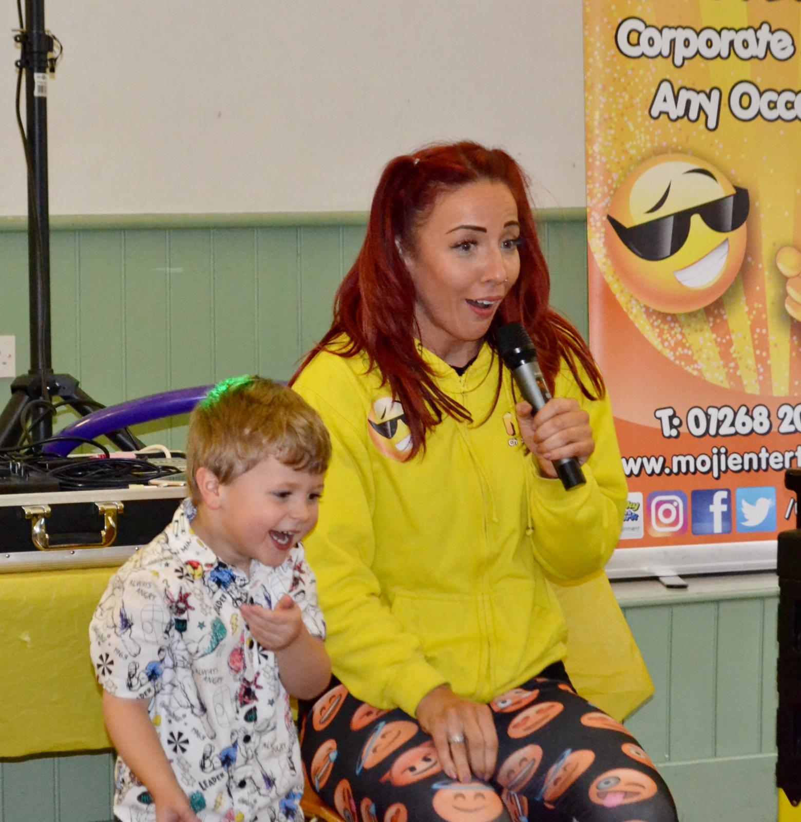 Kent children's entertainer - Moji Entertainer