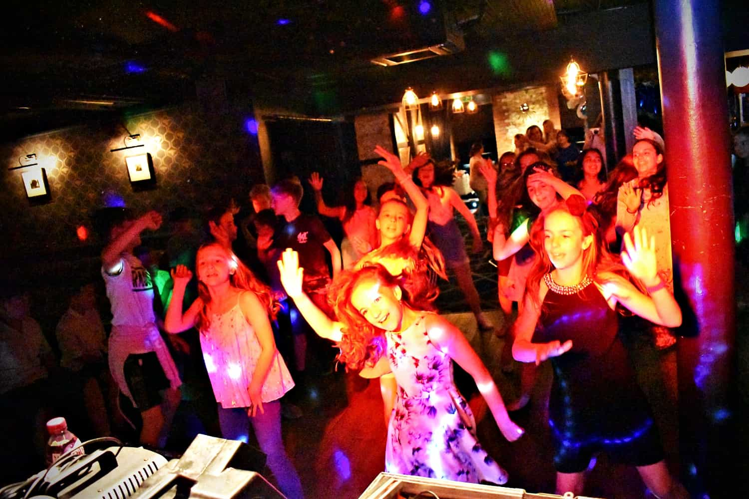 Kids party entertainer in Kent - MMENT